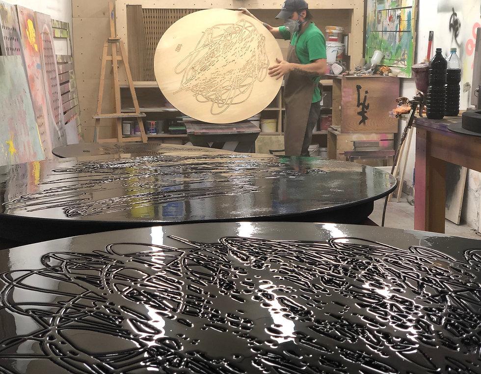 арт-объект, сергей катран, деревянный арт-объект, выставка, искусство дерево, чёрный круг, на одном дыхании, галерея 21, столярная мастерская