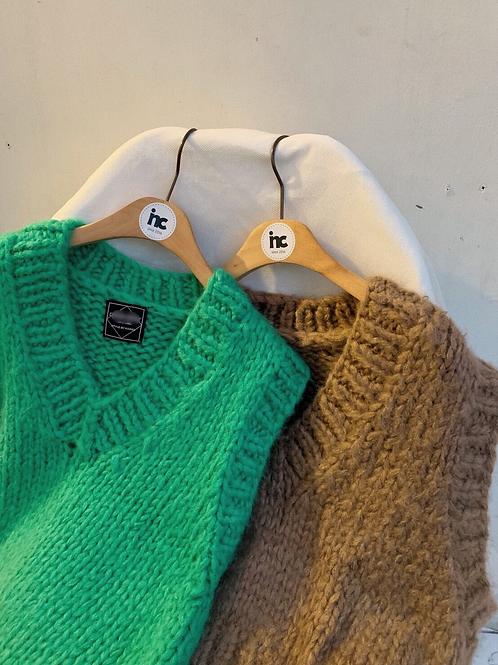 Hand flow knit vest