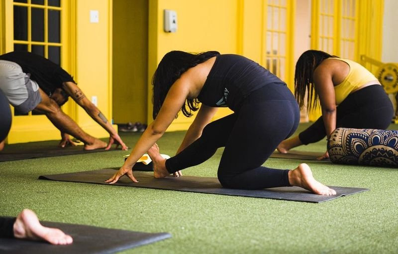 a yoga class at Triangle Foundry, a fitness studio in Pittsburgh that crowdfunded with Honeycomb