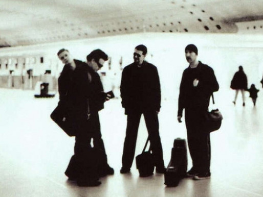 """U2 vai celebrar os 20 anos de """"All That You Can Leave Behind"""" com relançamento de luxo"""