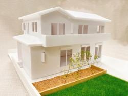 プレゼントの模型と建築吉日