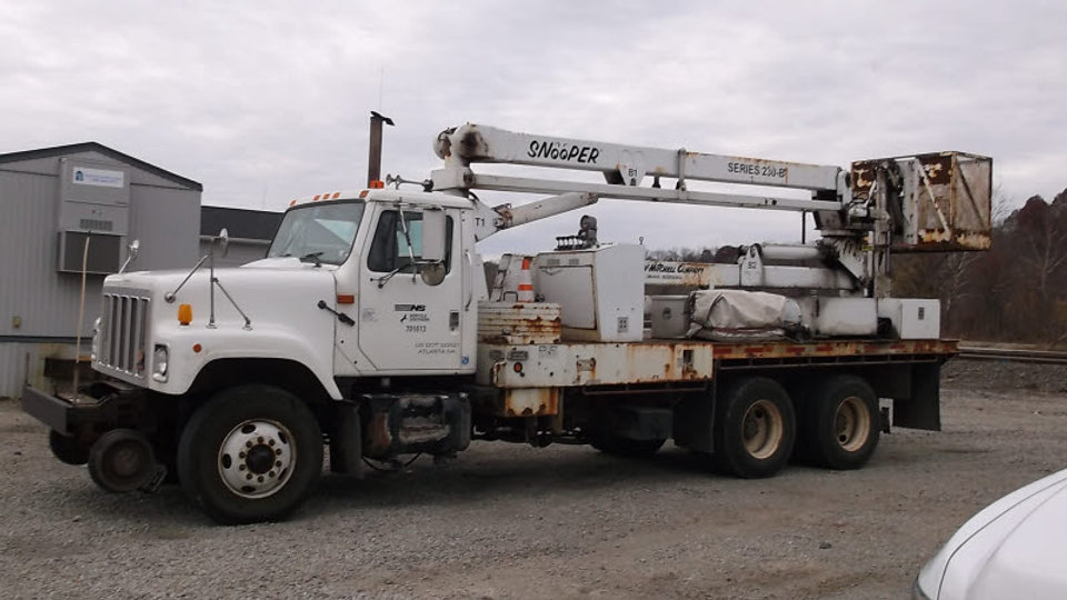 (1) 2002 International F-2574 High Rail Bridge Inspection Truck