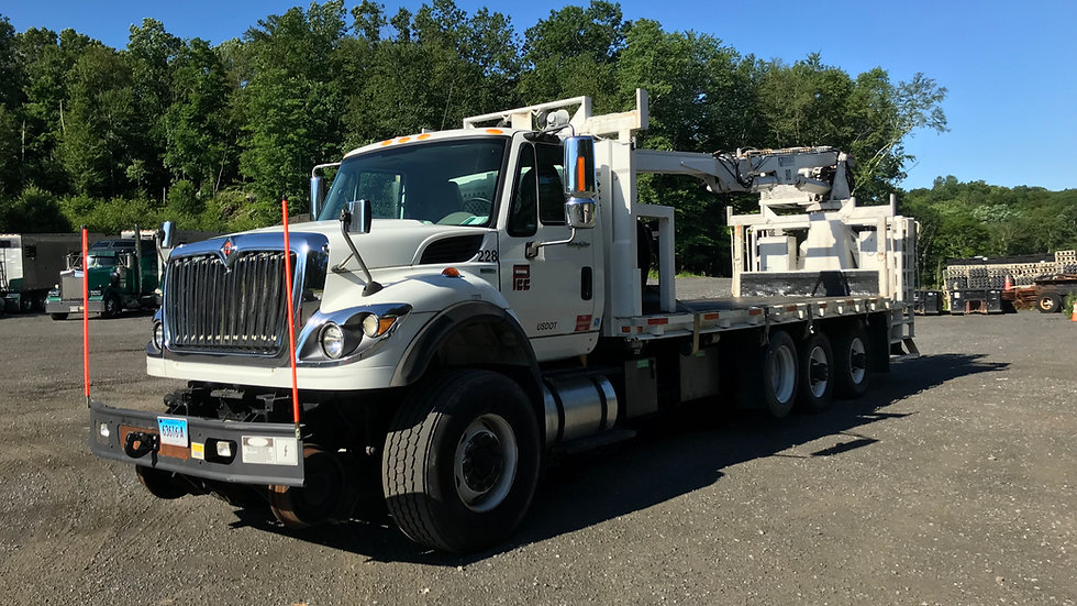 2011 International 7600 High Rail Material Handling Truck with North Shore Model