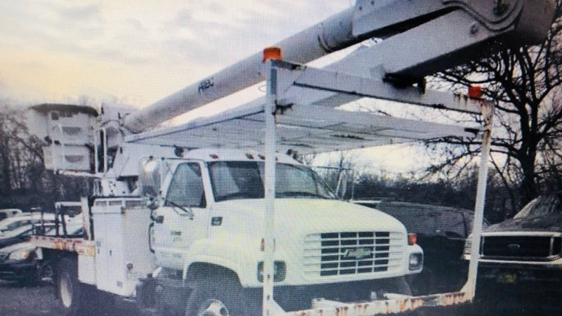 (1) 1999 Chevrolet C8500 Hy-Rail Bucket Truck 60'