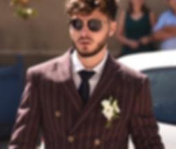 costume a motifs cravate