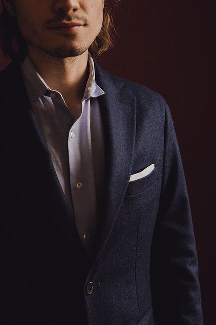 costume bleu marine finance