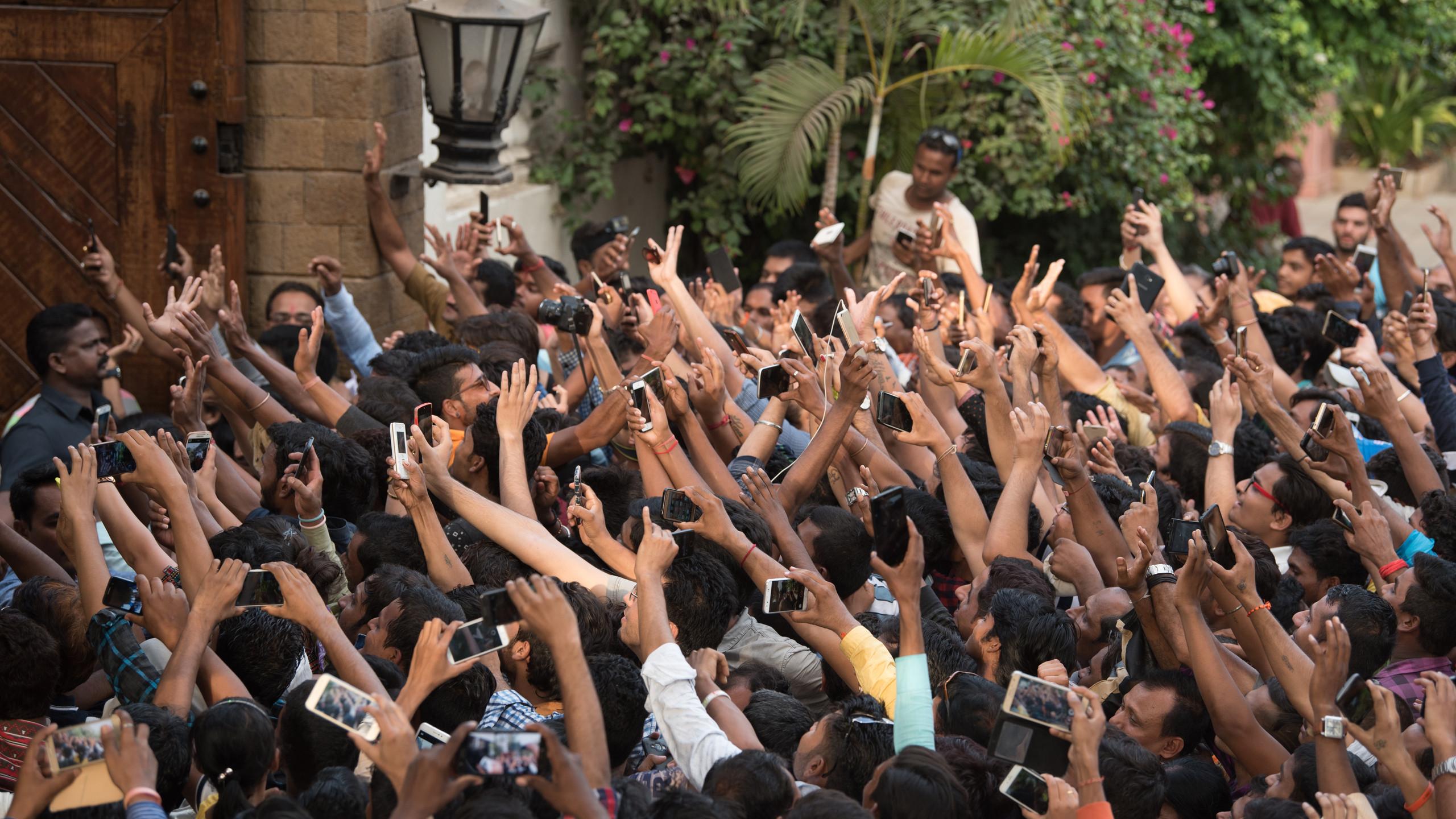 Fans outside Amitabh's Mumbai Home