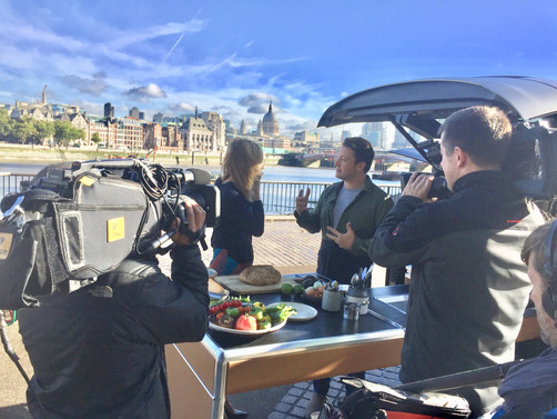 Exclusive video: Jamie Oliver & the car that cooks!