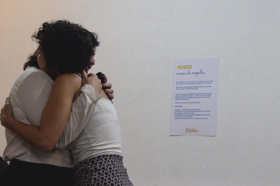 Aquele abraço: reflexões sobre saúde mental