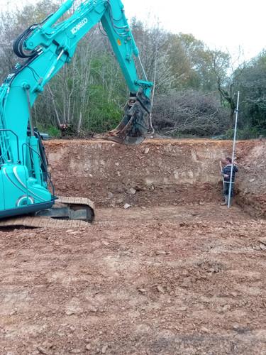 le bassin d'irrigation en chantier