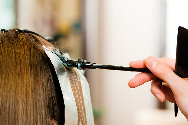 At the hairdresser � woman gets new