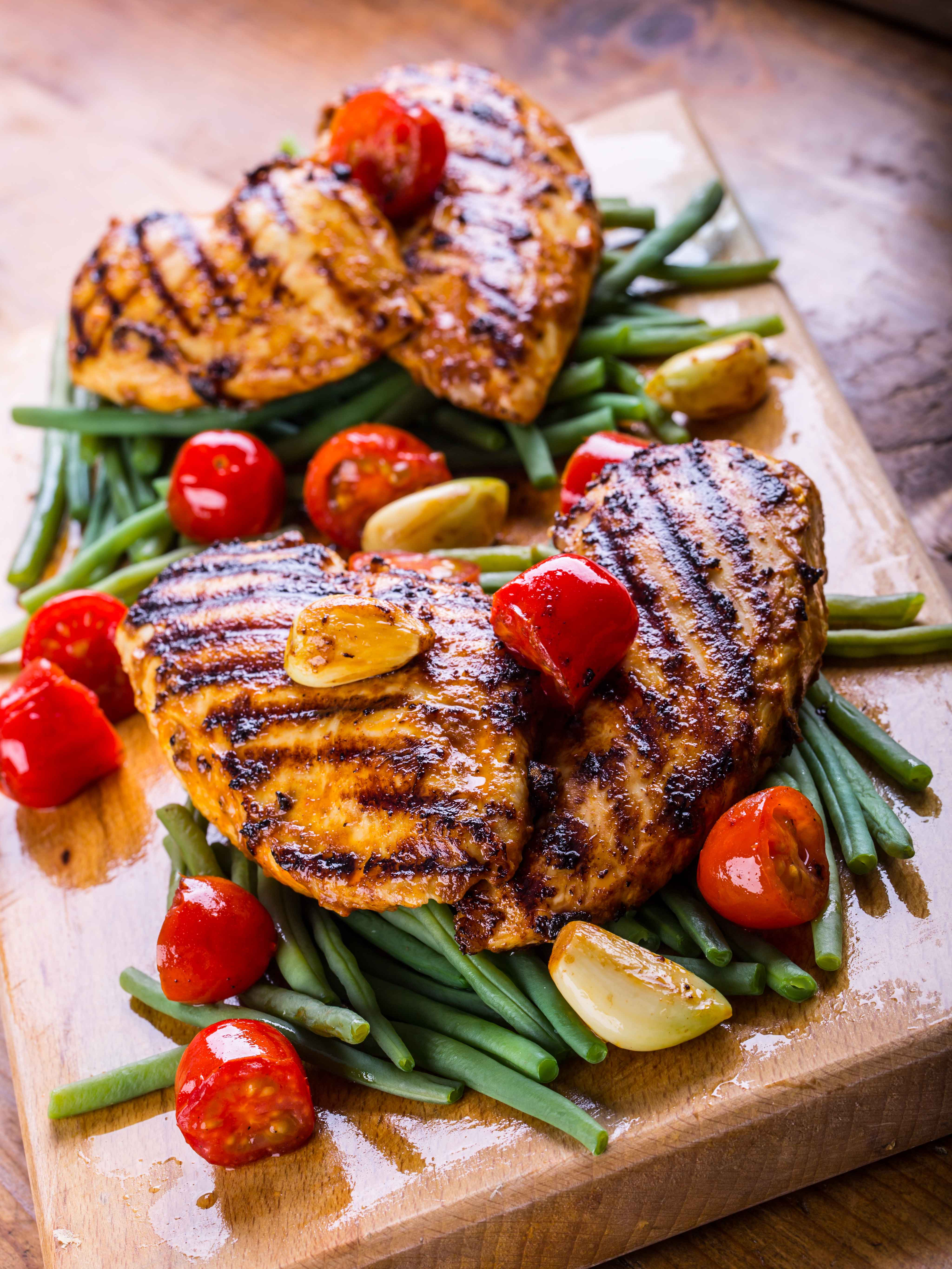 highcompress-Grilled chicken breast in d