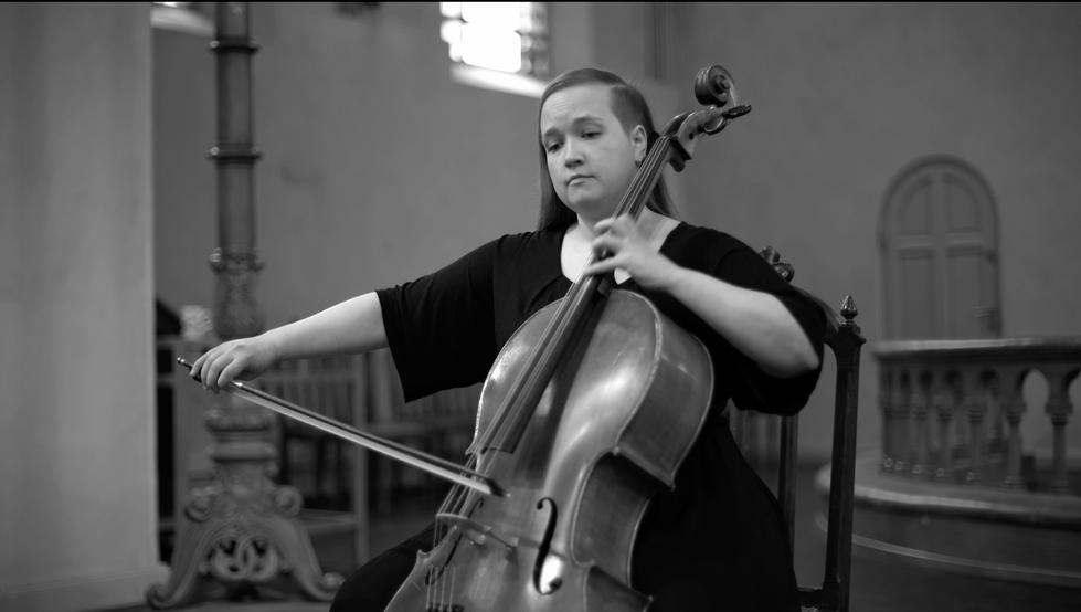 Ida Alina Poijarvi - cellist