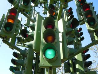 Kredietverstrekking, laat je dat nou echt bepalen door een stoplicht of een snelheidsmeter ?