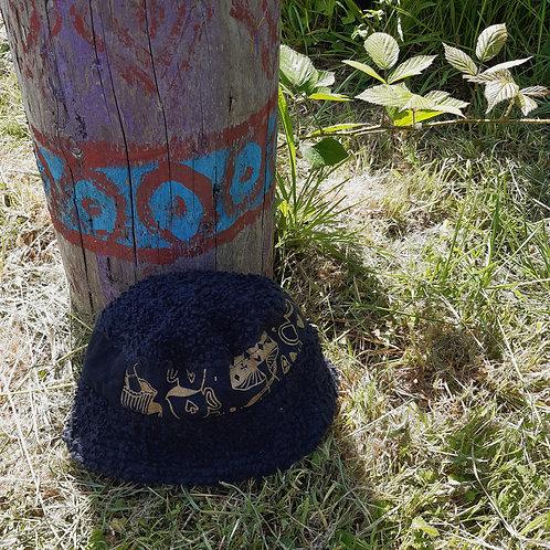 black alice fluffy/jersey bucket hat