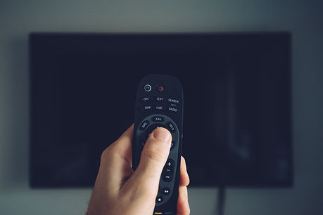 male-hand-with-tv-remote-controller-P7AK