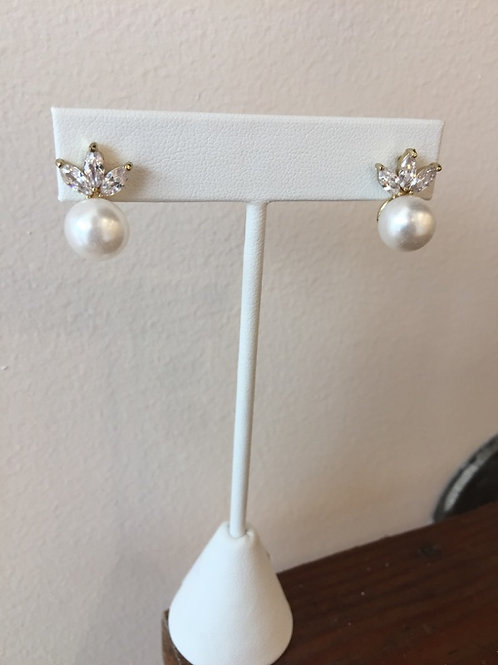 Pearl and crystal leave stud in gold