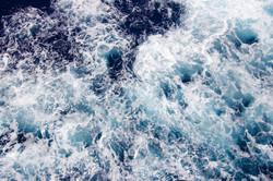 body-of-water-wave-812958.jpg