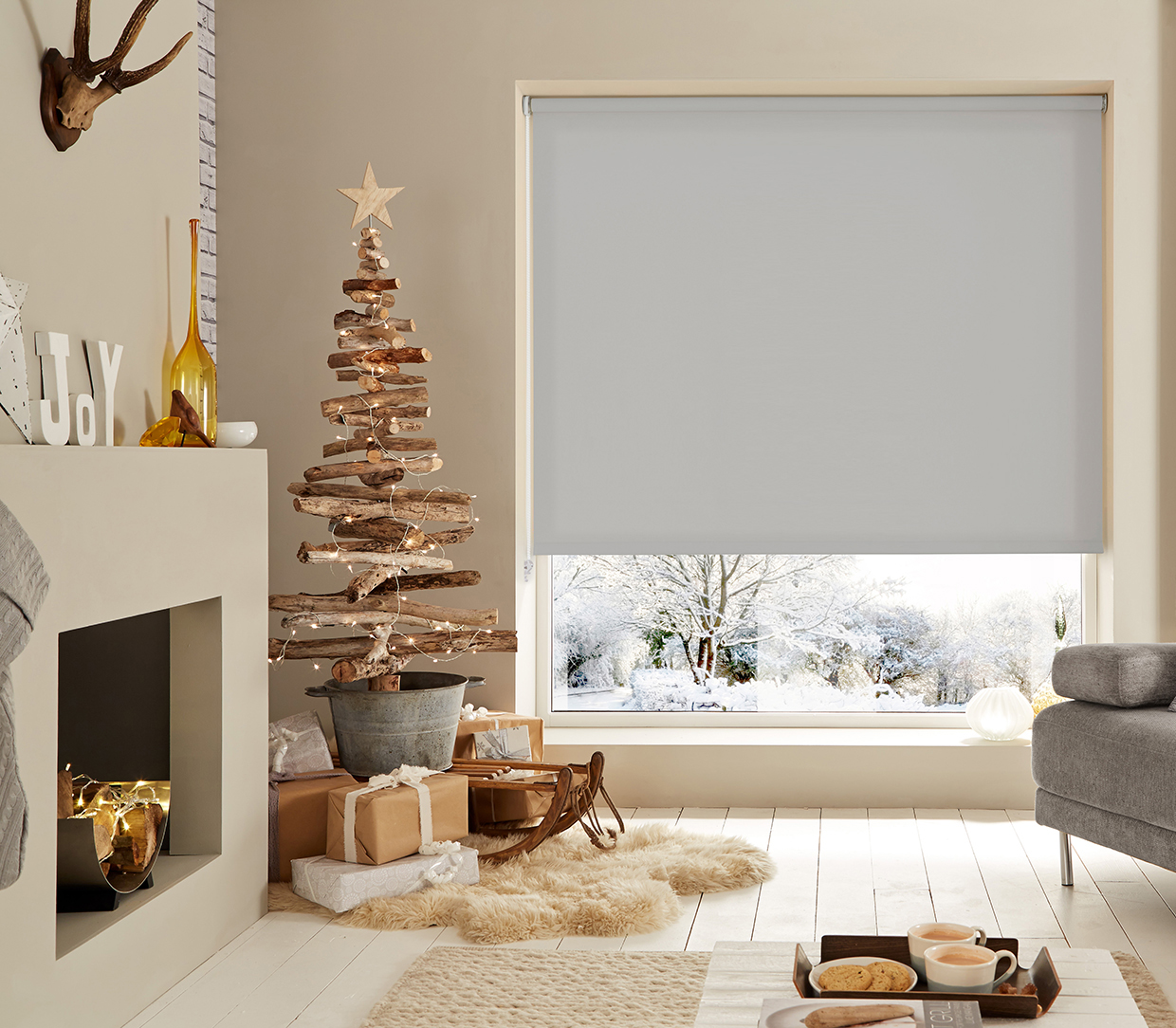 WB-Xmas-2016_Grey-Roller-Blind-cropped-3