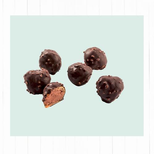 12 Profiteroles cubiertos de chocolate y rellenos con suave crema de avellanas