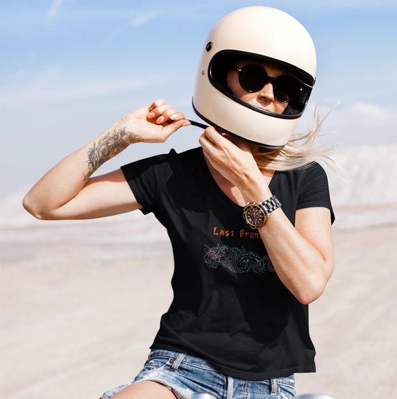t-shirt-mockup-featuring-a-woman-on-a-mo