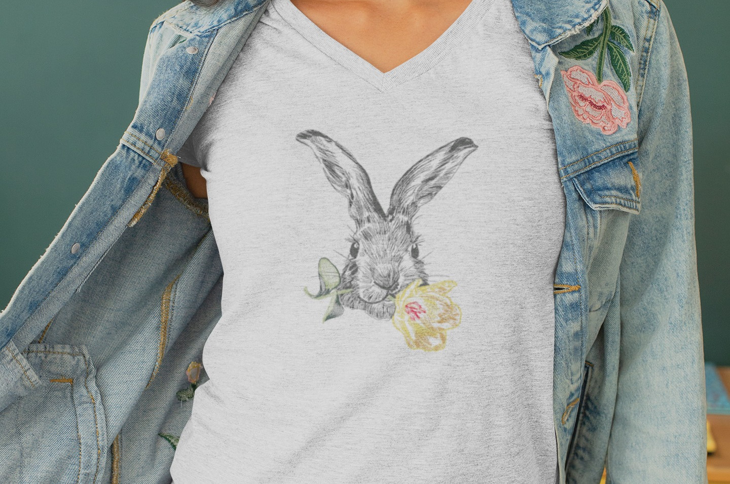 heather-t-shirt-mockup-of-a-young-woman-
