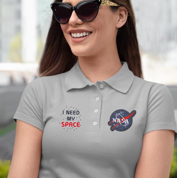 polo-shirt-mockup-of-a-smiling-woman-wea