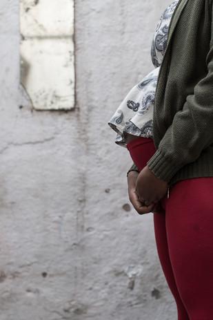 Joice com 8 meses de gravidez a espera de Dayane.