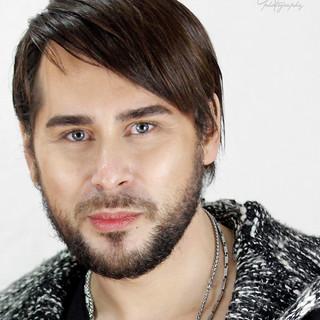 Alin Gheorghișan (actor, cântăreț) - invitat în emisiunea Cafeneaua DeMentă