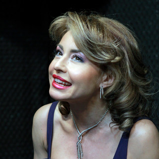 actrița ALEXANDRA VELNICIUC - invitată în emisiunea Cafeneaua DeMentă