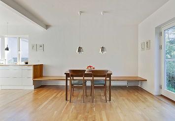 Ombygning og renovering af murermestervilla, Cool lys nordisk bolig, nordisk boliger, snedkerlavet køkken, arkitekttegnet køkken, transformering af hus fra 40'erne, renoveringsprisen