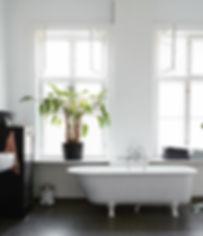 Cool lys nordisk bolig, renovering af lejlighed, smukke badeværelser