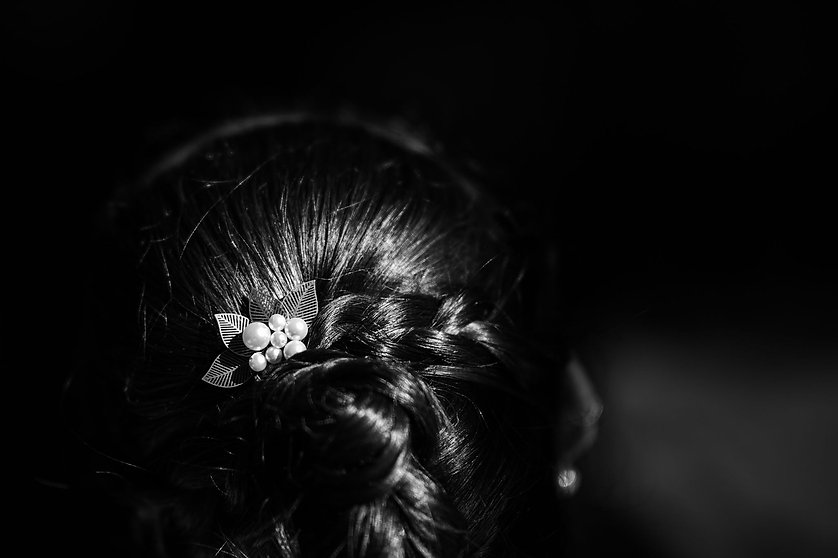 Coiffure de la mariée lors de son mariage par un videaste en france dans le var photo de mariage