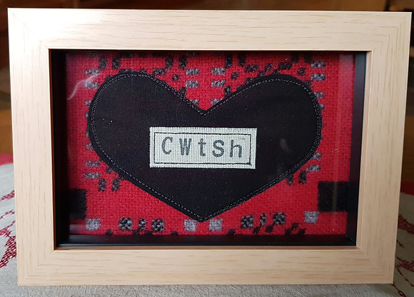 Chwaethus - Melin Tregwynt frame Cwtsh (Hug) Red
