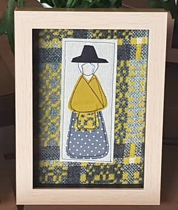 """Chwaethus- Ffram Ladi Angharad Welsh Lady Frame 5"""" x 7"""" - Yellow"""