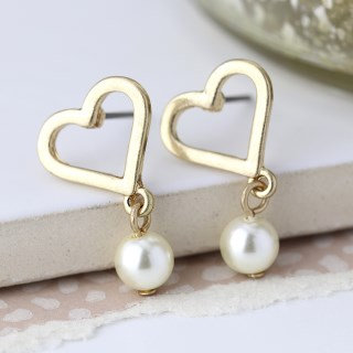 Worn gold heart and ivory pearl stud earrings 03282
