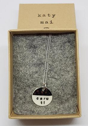 Katy Mai - Mwclis Cymraeg Mini Crwn /Mini Round Welsh Necklace - Caru Ti