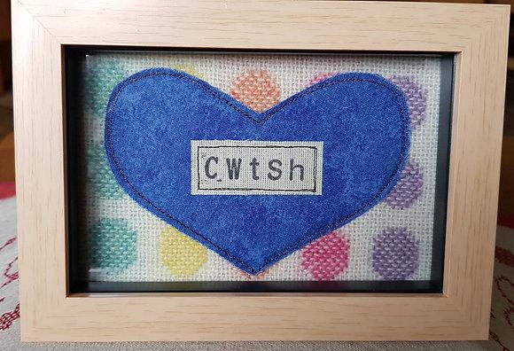 Chwaethus - Melin Tregwynt frame Cwtsh (Hug) Rainbow