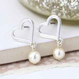 Worn silver heart and ivory pearl stud earrings 03283