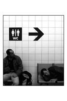 L'attente_(Gare_routière_de_gallieni_-_Paris).jpg
