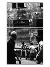 Les passants curieux (Genova).jpg