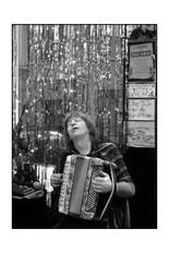 L'accordéon_en_transe_(Montmartre_-_Paris).jpg