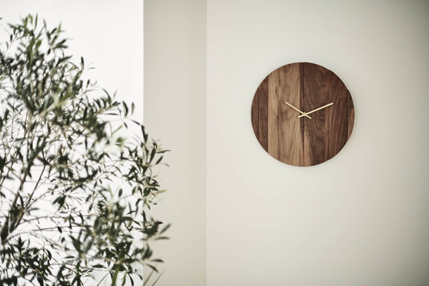 Omelette Editions Parallels Clock
