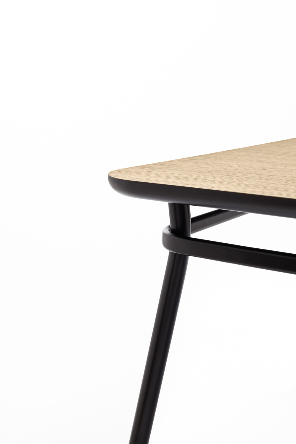 Omelette Editions Lasso Table
