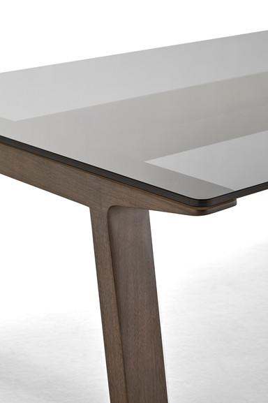 Punt Mitis Table