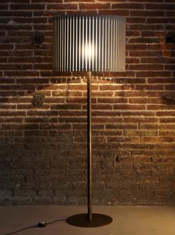 Fambuena Luz Oculta Wood Floor Lamp