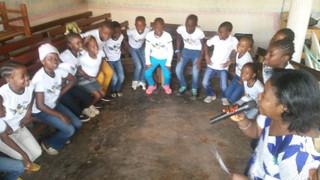 Gideões Mirins se multiplicando em Camarões