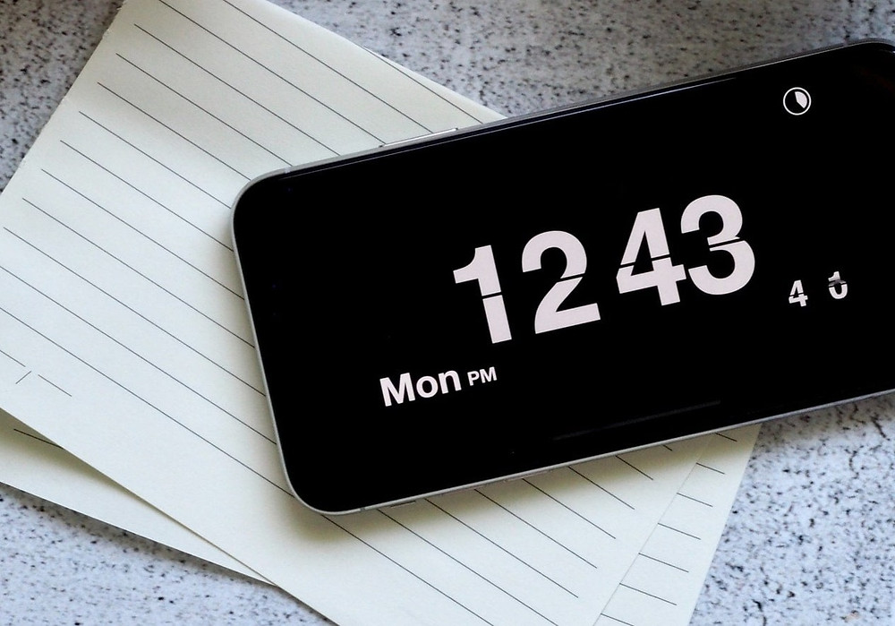 Time in the mobile phone