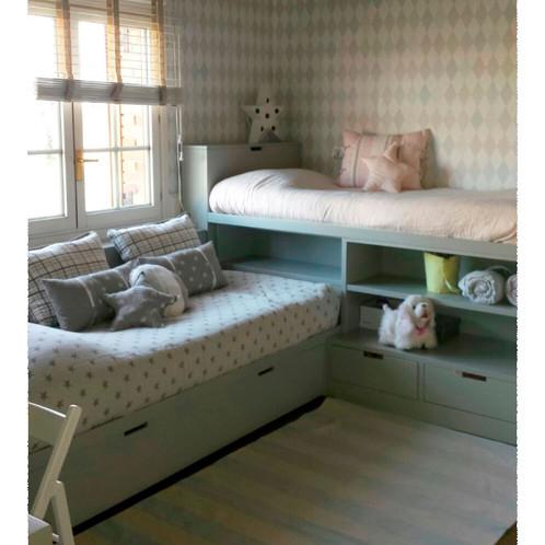 camas colocadas en ele la alta puede ir con armarios o con estanteras debajo y la baja con cajones o con nido