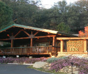 Sequoia Village Inn & Buckeye Tree Lodge